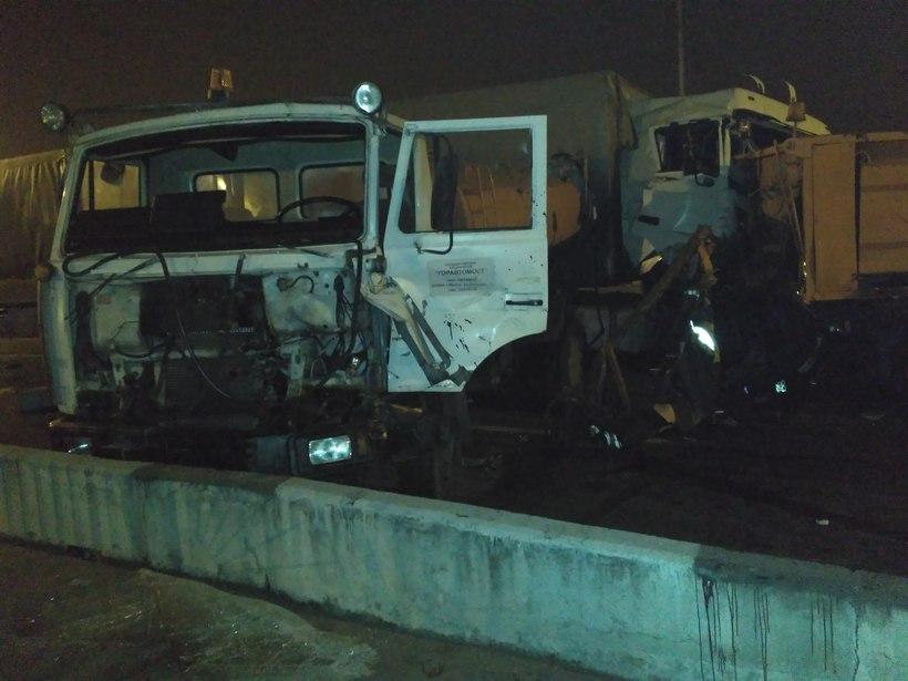 Напроспекте Независимости вМинске столкнулись три грузового автомобиля, умер человек